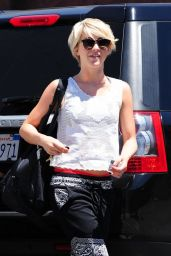 Julianne Hough Leaving a Dance Studio - April 2014