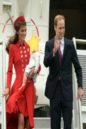 Kate Middleton Wearing Catherine Walker - Airport Arrival candids in New Zealand - April 2014