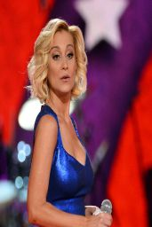 Kellie Pickler Performs at ACM Presents: An All-Star Salute To The Troops (2014)