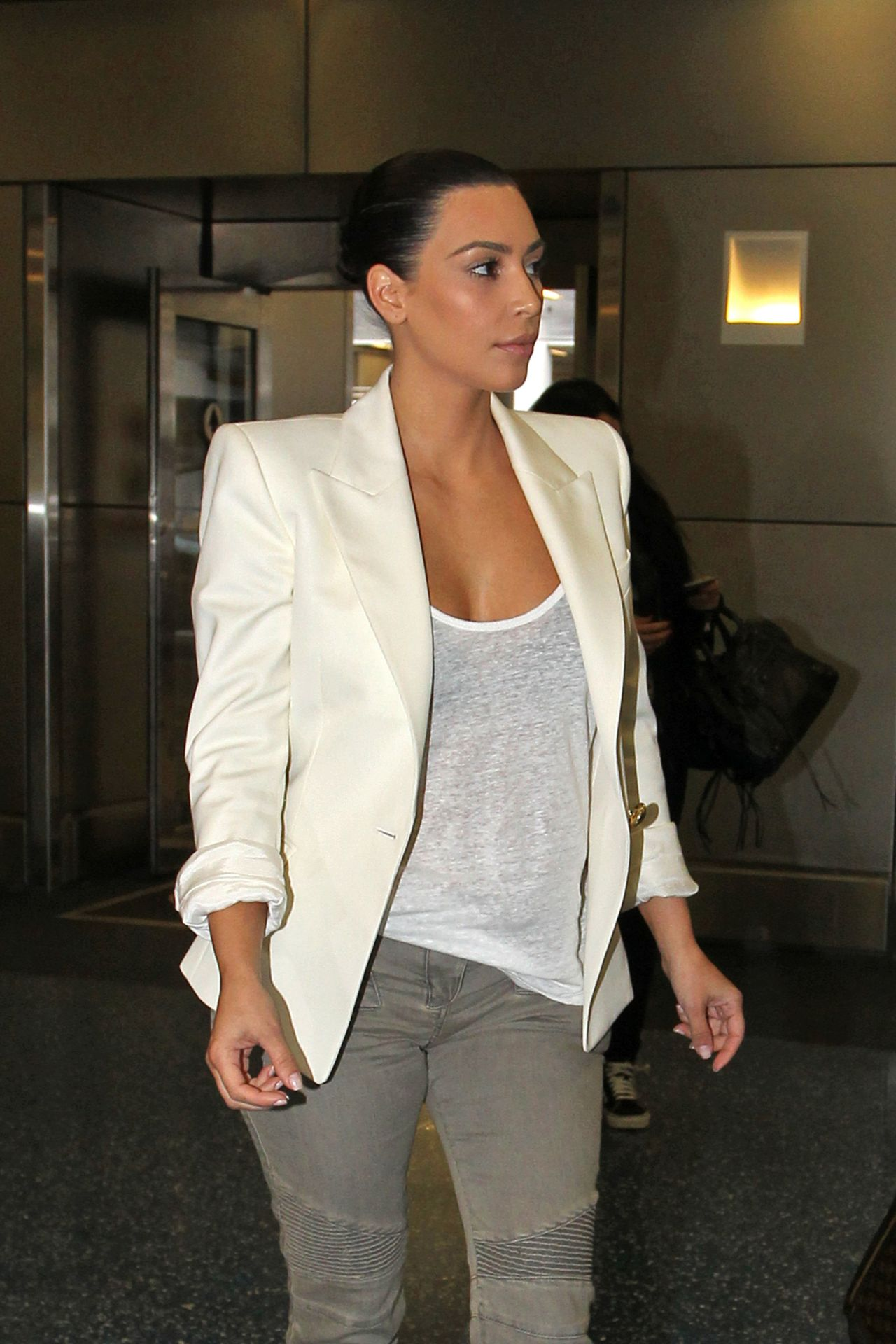 Kim Kardashian Casual Style - Leaving a Photo Studio in Miami - April 2014