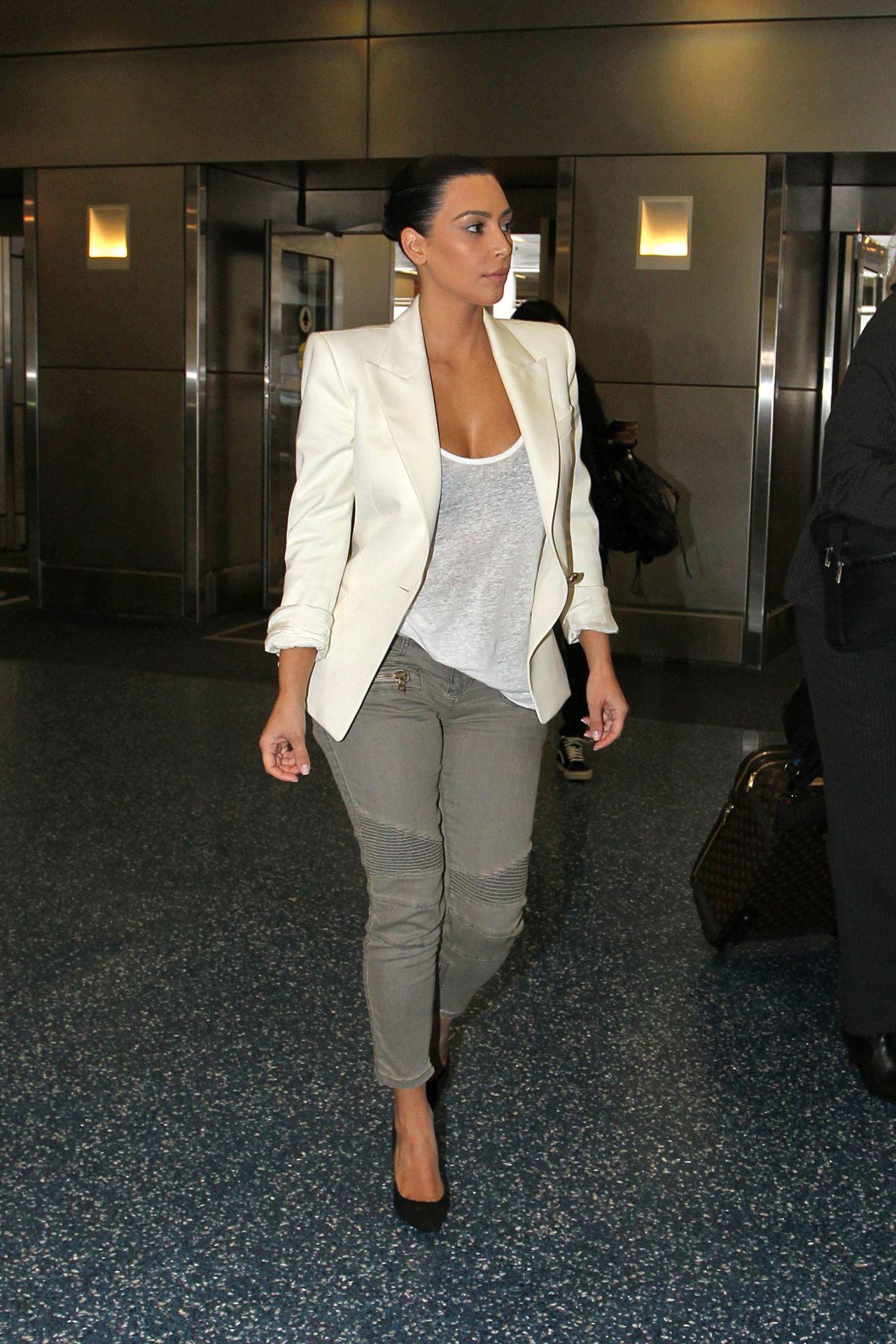 Kim Kardashian Casual Style - Leaving a Photo Studio in ...