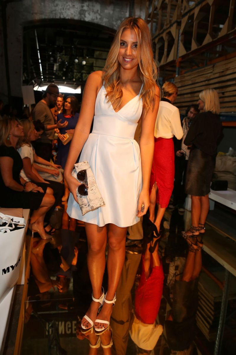 Laura Dundovic in Sydney - Alex Perry Fashion Show