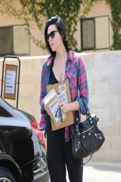 Laura Prepon Street Style - Gets Her Mail - April 2014