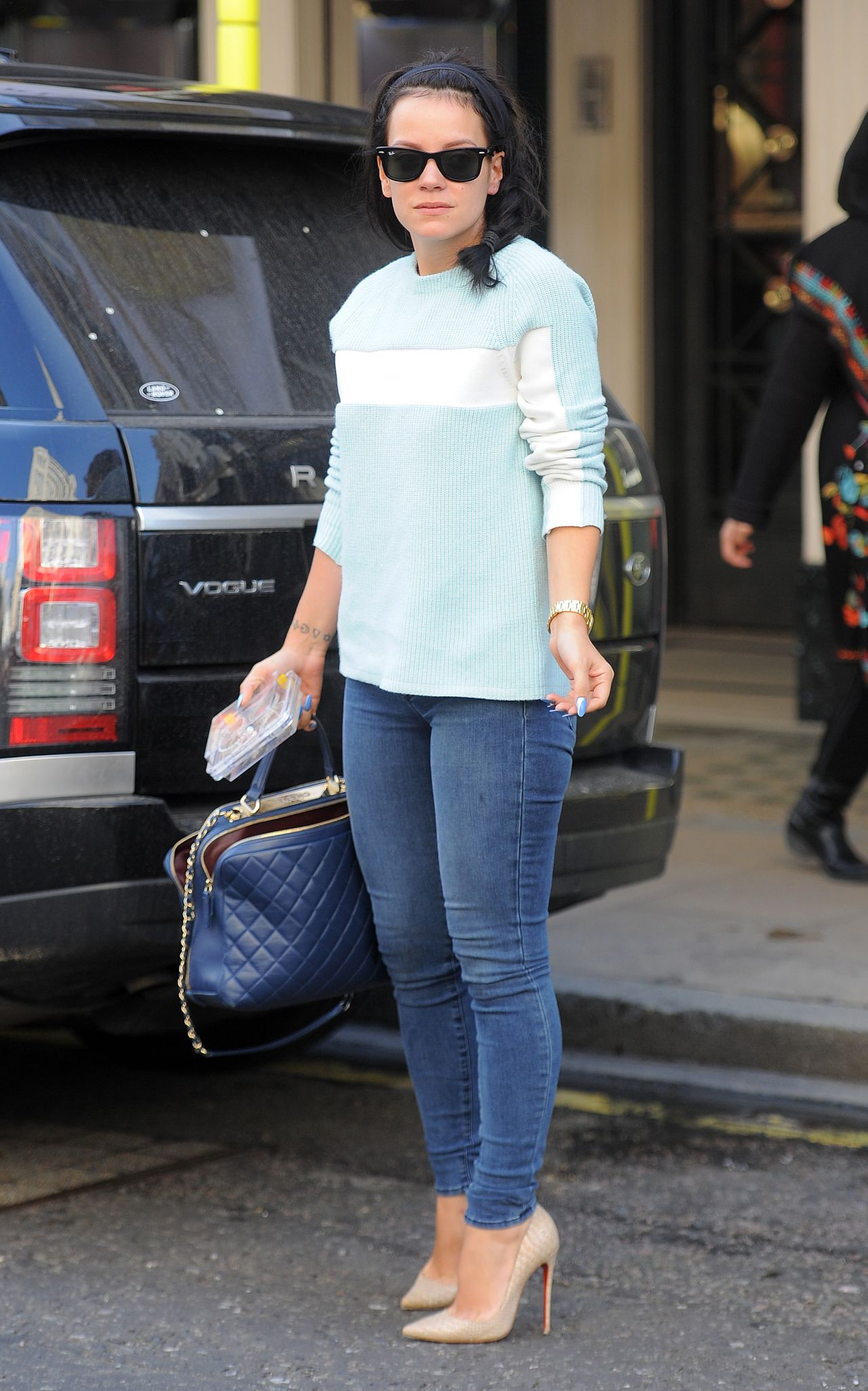 Lily Allenin in Jeans - Leaving the David Morris Jewellers in London