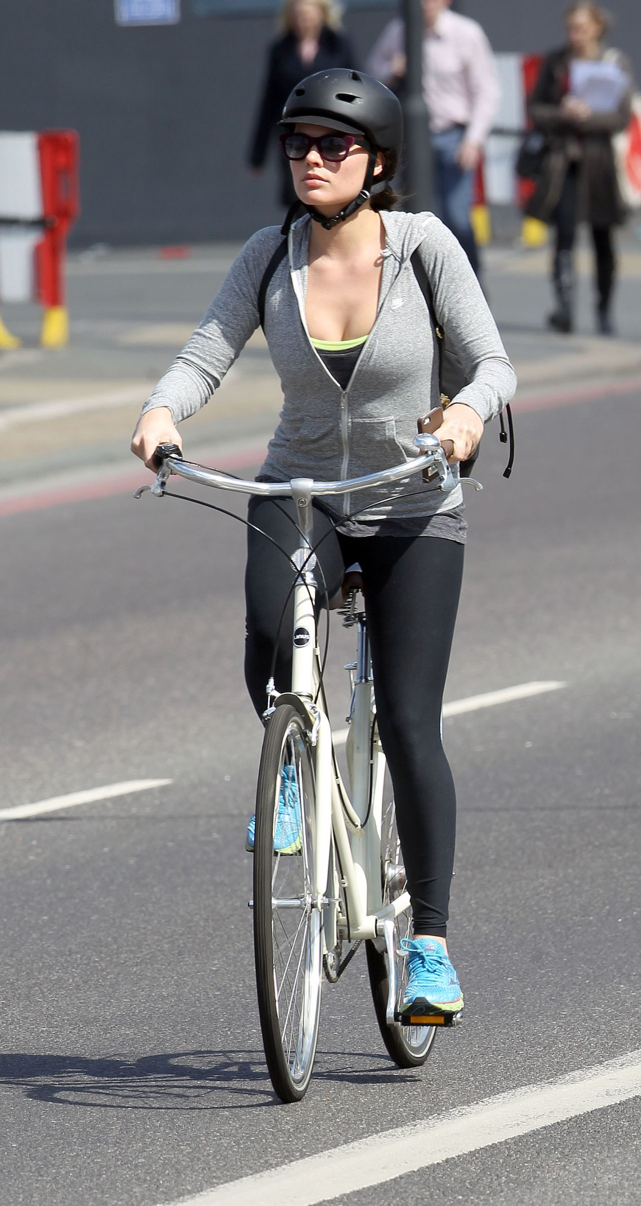 Margot Robbie In Tights Enjoying A Bike Ride Round