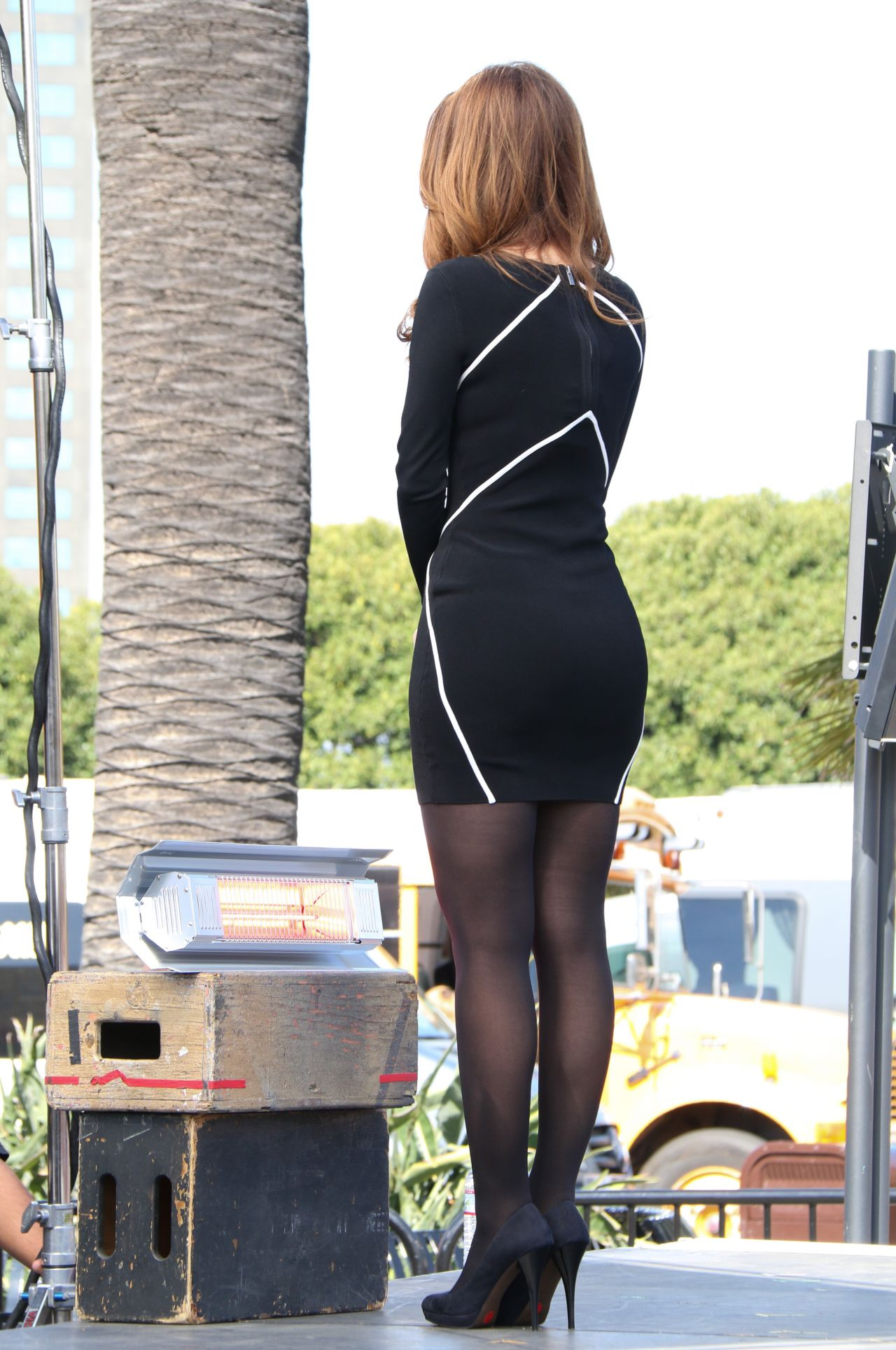 Maria Menounos On The Set Of Extra In La March 2014