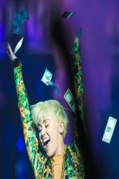 Miley Cyrus - Bangerz Tour at Bell Center in Montreal - March 2014