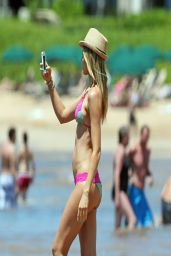 Paige Butcher Bikini Candids - Maui Hawaii – April 2014