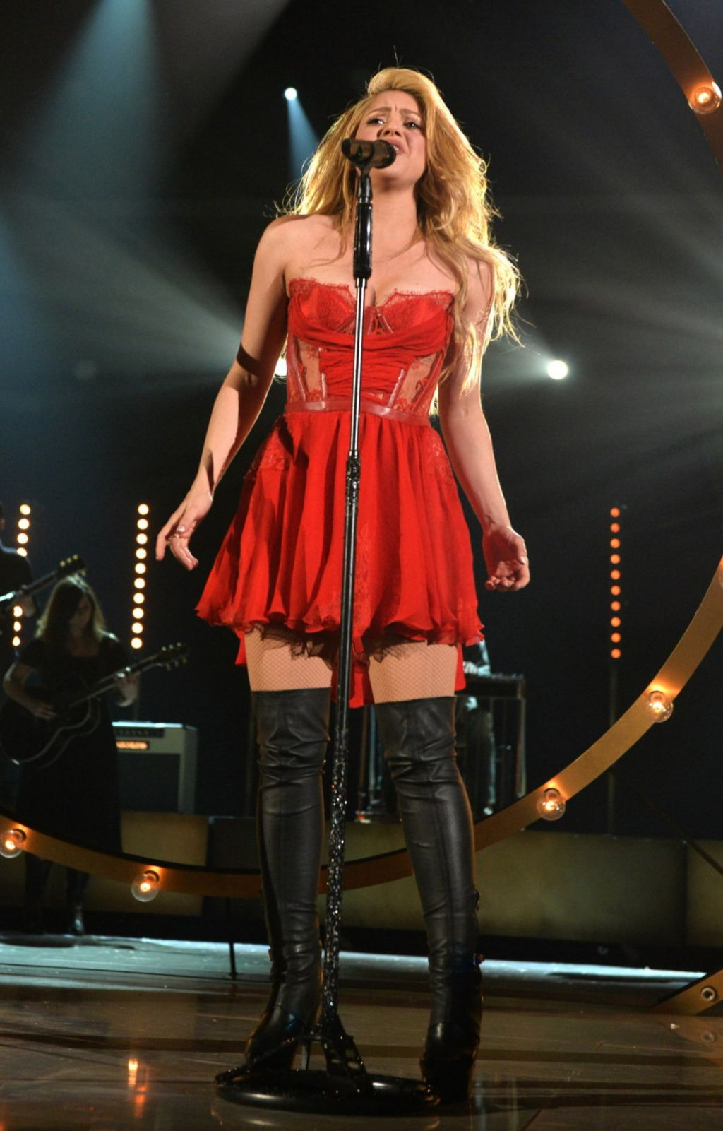 Shakira In Kristianaadnevik Dress 2014 Academy Of