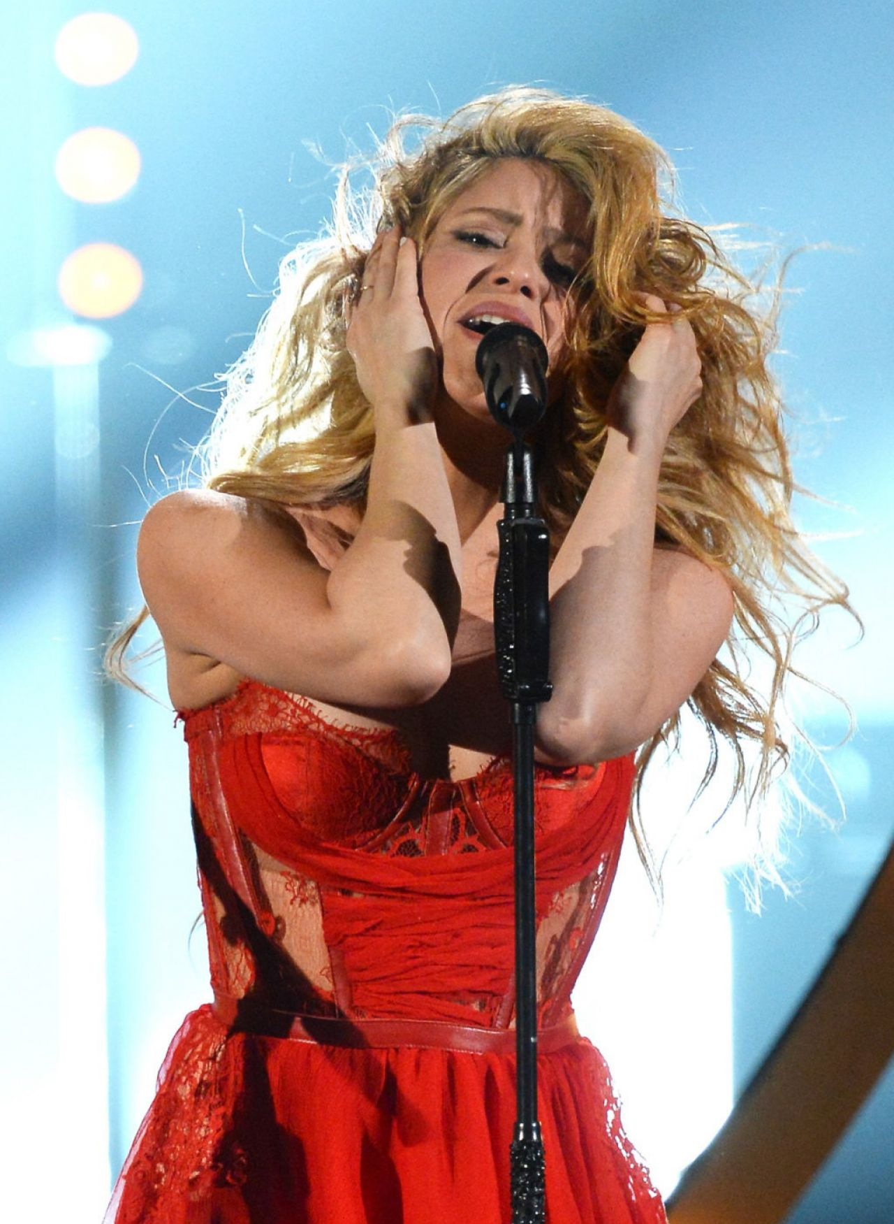 Shakira In Kristianaadnevik Dress 2014 Academy Of