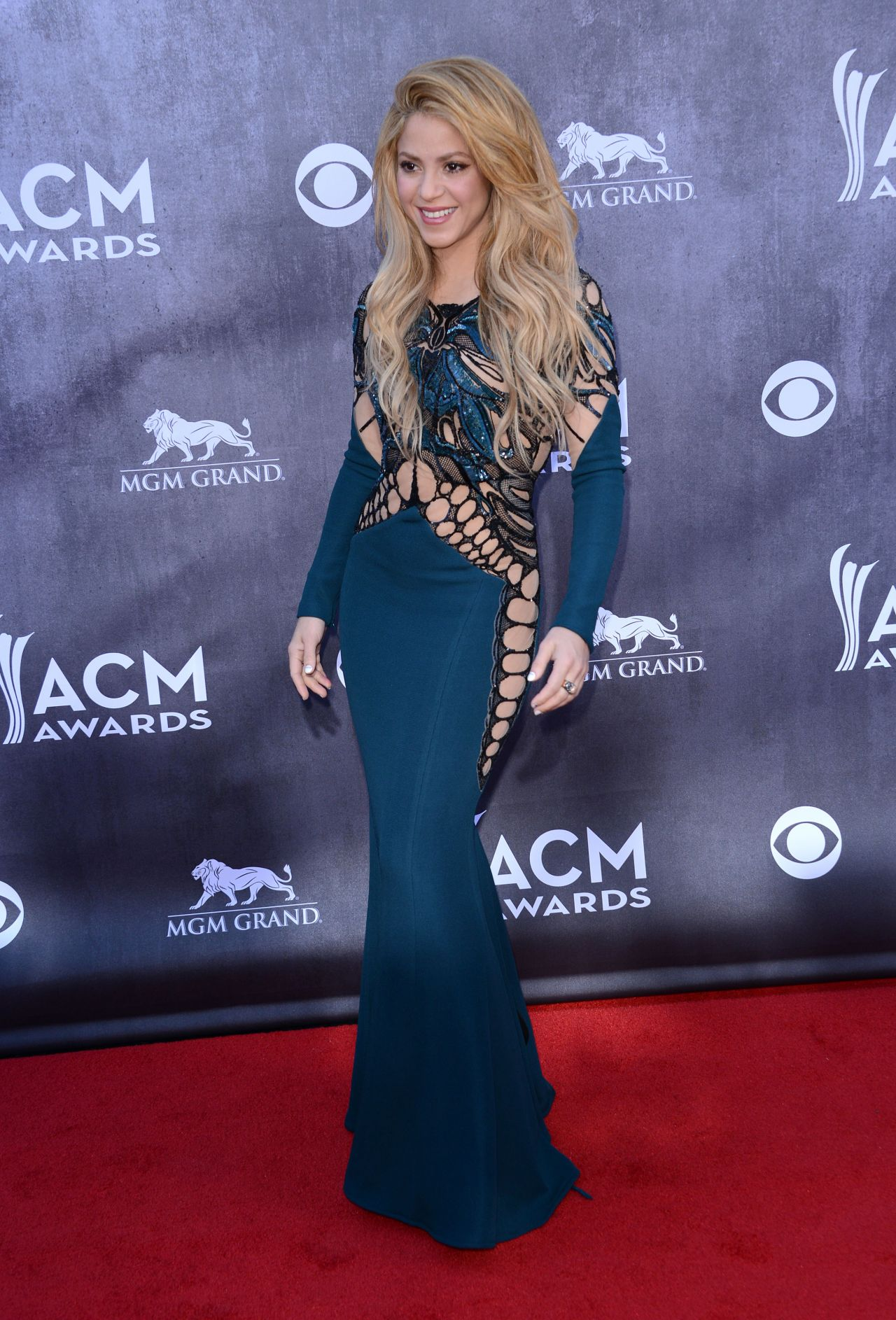 Shakira in Zuhair Murad Dress - 2014 Academy Of Country Music Awards ...