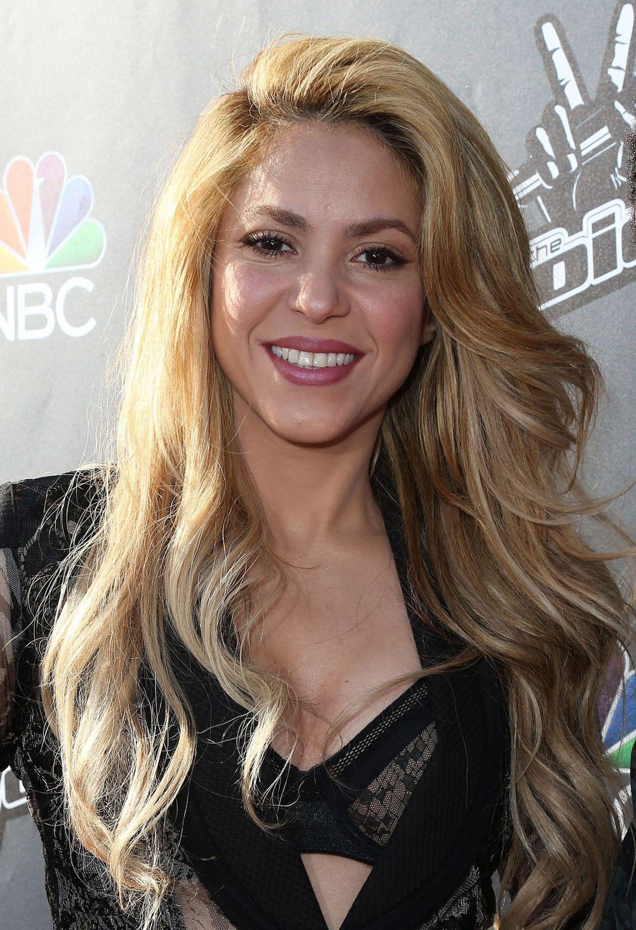 Las razas y etnias en el mundo - Página 7 Shakira-the-voice-red-carpet-event-april-2014_2