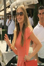Sofía Vergara Casual Style - Grabs Lunch in Beverly Hills - March 2014