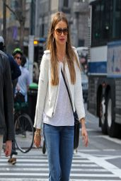 Sofia Vergara in Jeans - Out in New York City - April 2014