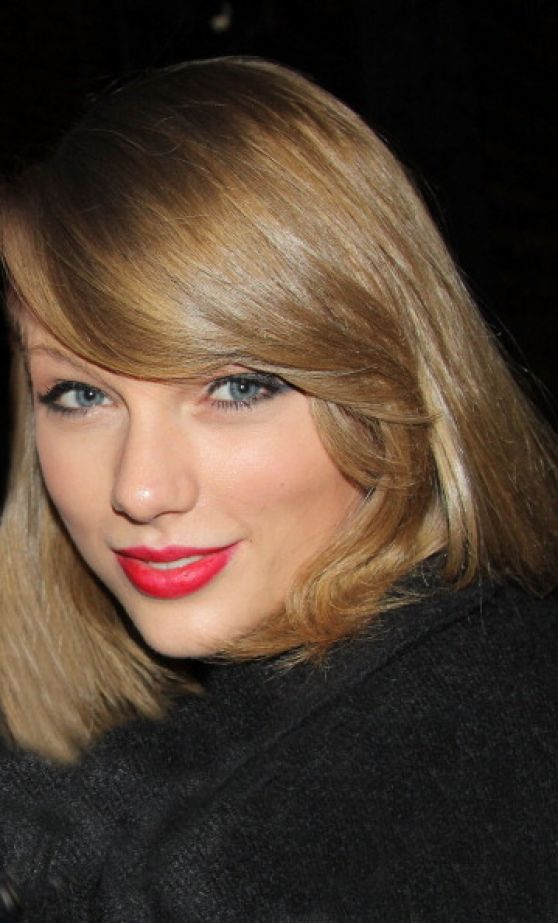 Taylor Swift - 'Bullets Over Broadway' Backstage Photos