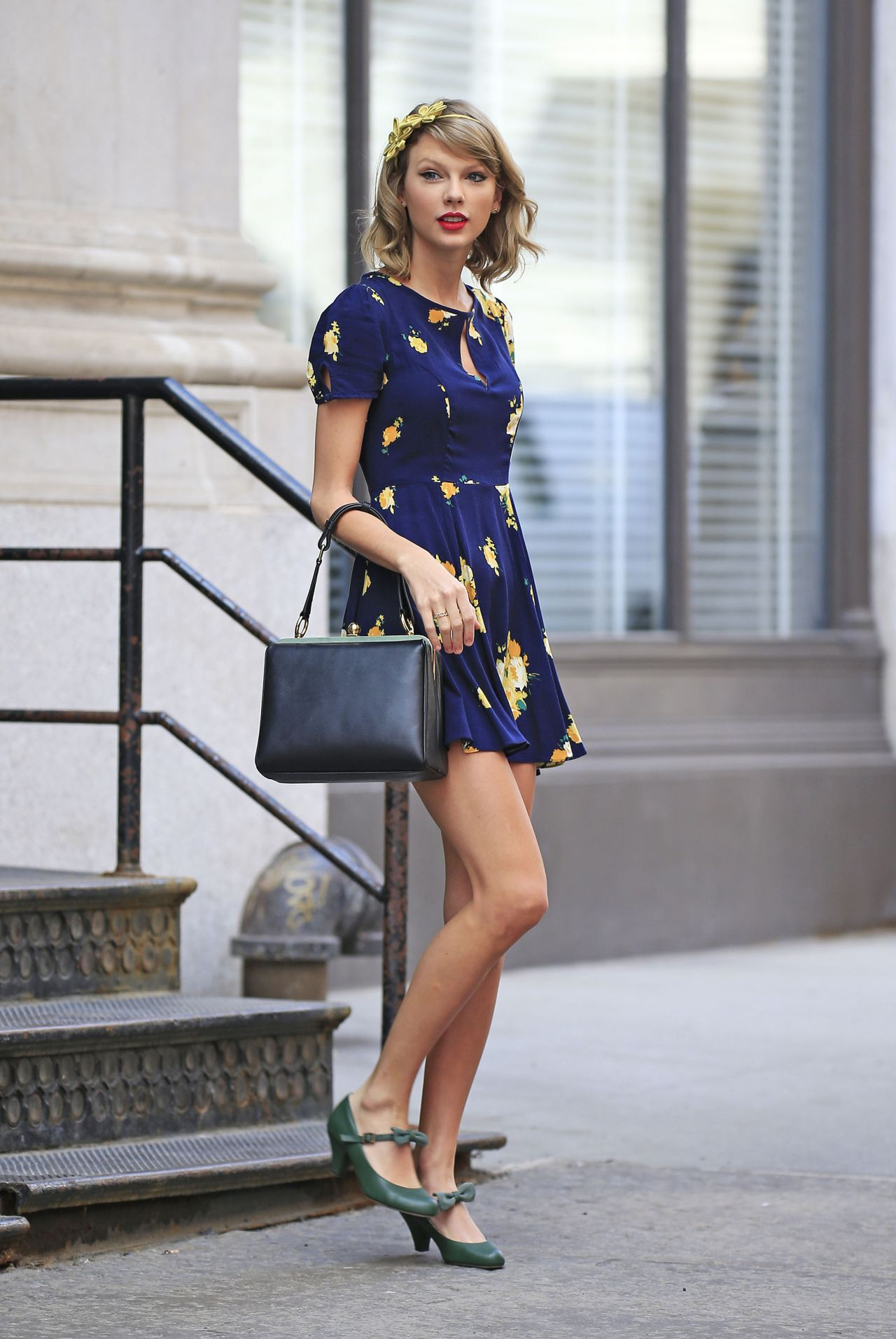 Taylor Swift In New York City Leaving Her Apartment