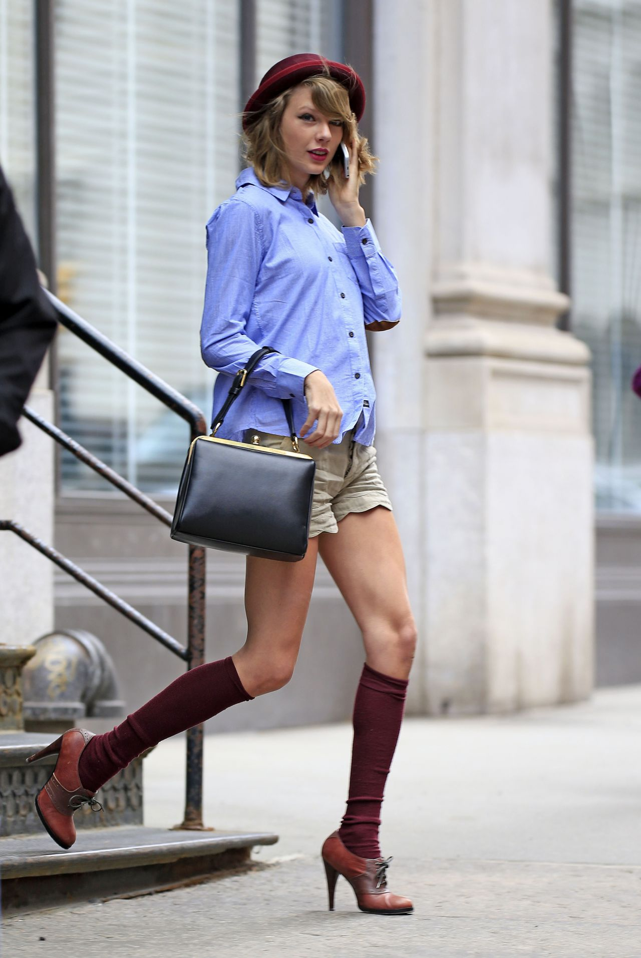taylor swift leaving her apartment in tribeca new york
