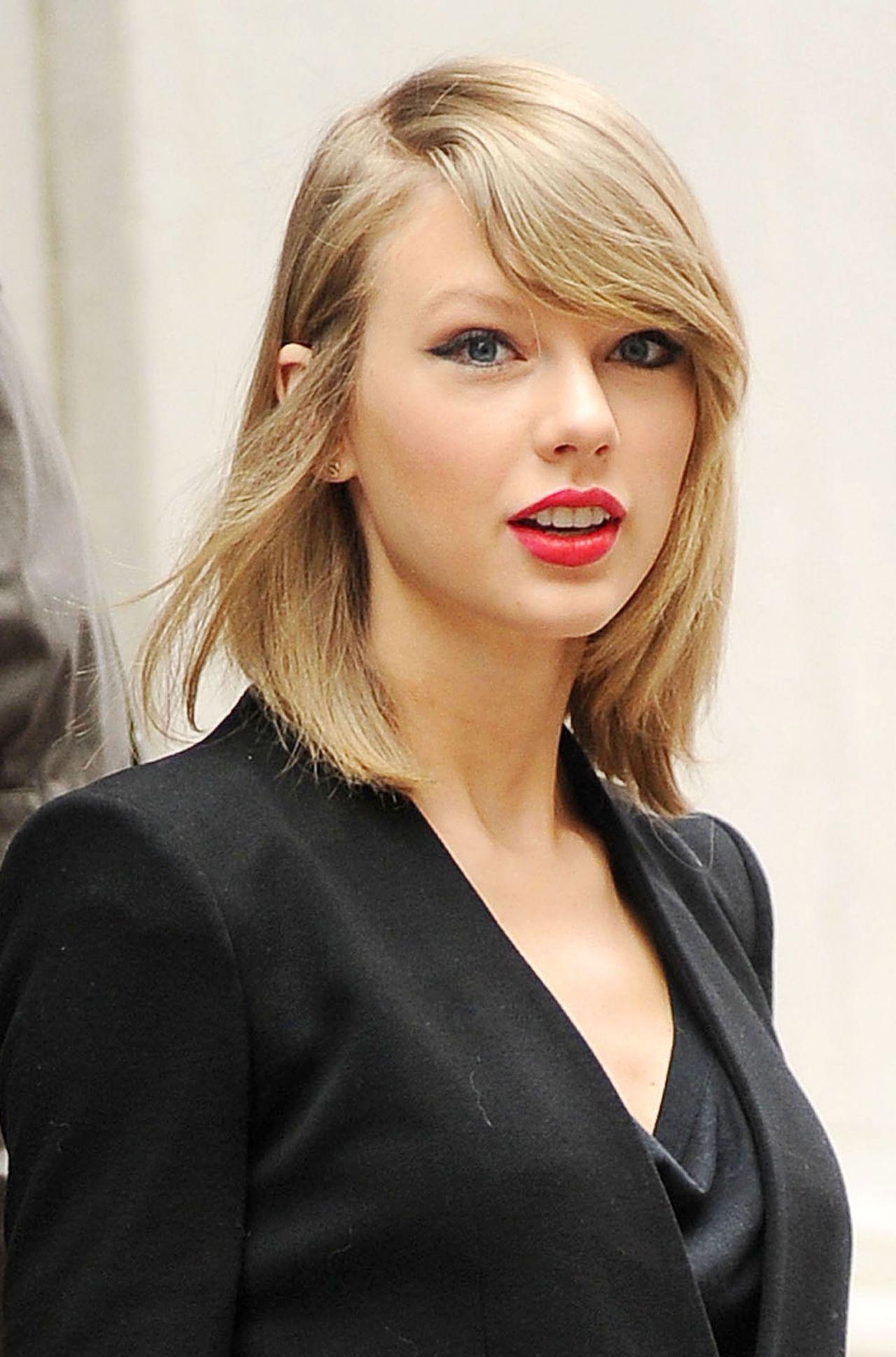 Taylor Swift wears pale pink Oscar de la Renta to the 2014 ... |Taylor Swift May 2014