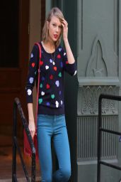 Taylor Swift Street Style - Leaving her apartment in NYC - April 2014