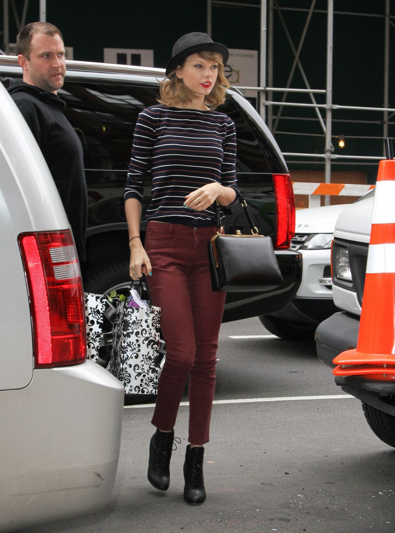 Taylor Swift Wearing Black Bowler Hat - Out in New York ...