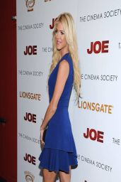 Victoria Silvstedt Leggy at