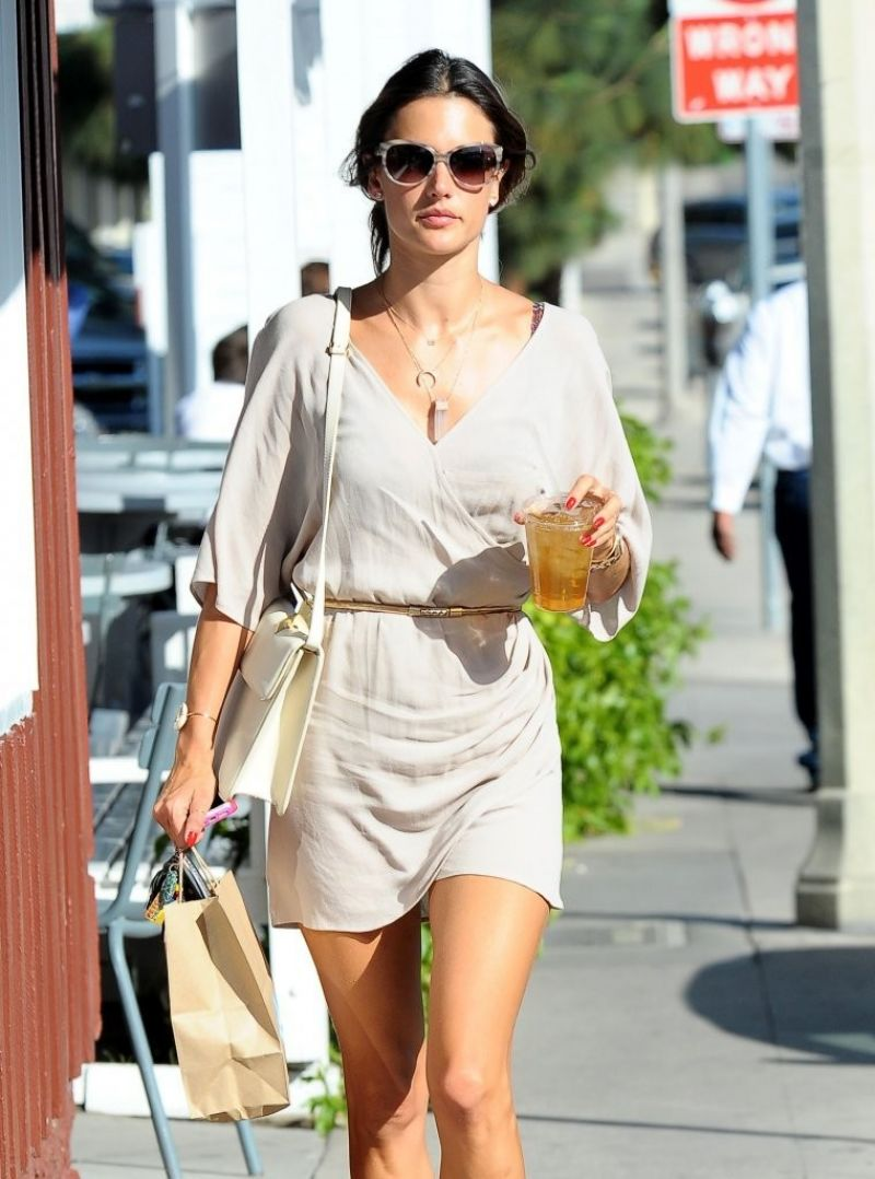 Alessandra ambrosio casual style out in brentwood may 2014
