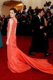 Allison Williams Wearing Oscar de la Renta Dress – 2014 Met Costume Institute Gala