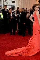 Allison Williams Wearing Oscar de la Renta Dress – 2014 Met Costume Institute Gala