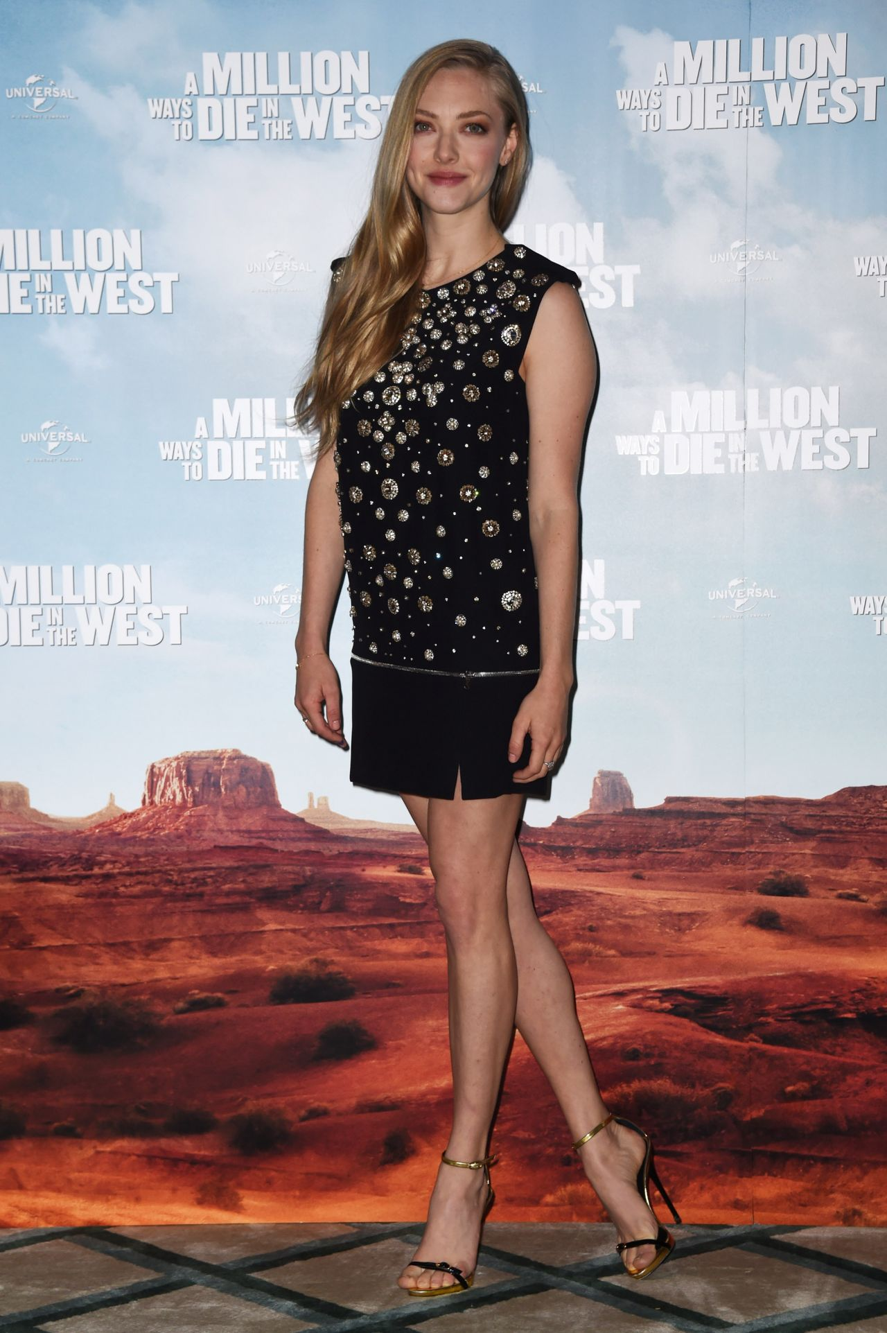 A Million Ways To Die In The West Set Pictures Amanda Seyfried A Million Ways To Die In