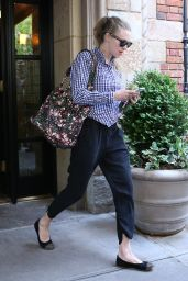 Amanda Seyfried Casual Style - Leaving Her Apartment in NYC - May 2014
