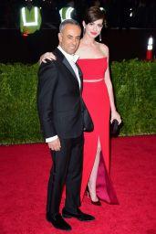 Anne Hathaway Wearing Calvin Klein Collections – 2014 Met Costume Institute Gala
