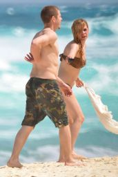 Avril Lavigne Bikini Candids - Mexico, May 2014