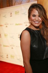 Chrissy Teigen – 2014 Lobster de Mayo
