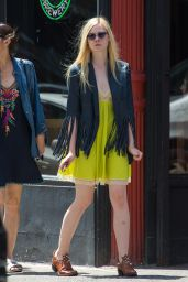 Elle Fanning - Out in SoHo District of New York With Mum and Dad - May 2014