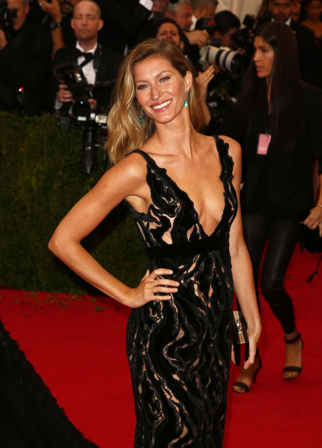 Gisele Bundchen Wearing Balenciaga Dress – 2014 Met ...