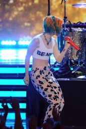 Hayley Williams Performs at American Idol – May 2014
