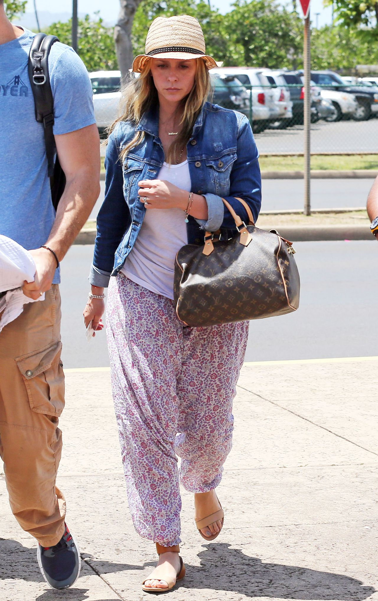 Jennifer Love Hewitt at an airport on Maui - May 2014