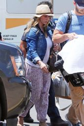 Jennifer Love Hewitt at an airport on Maui - May 2014
