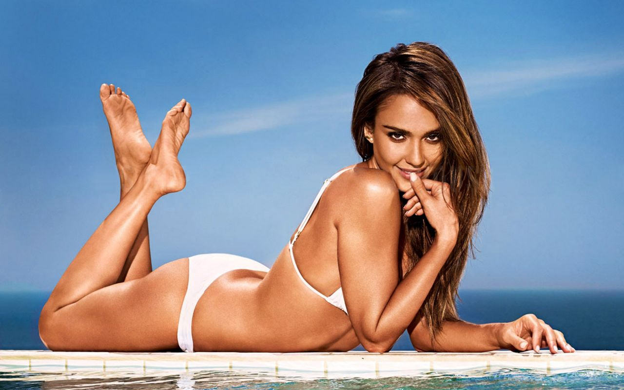 Jessica Alba wears tiny string bikini on family vacation