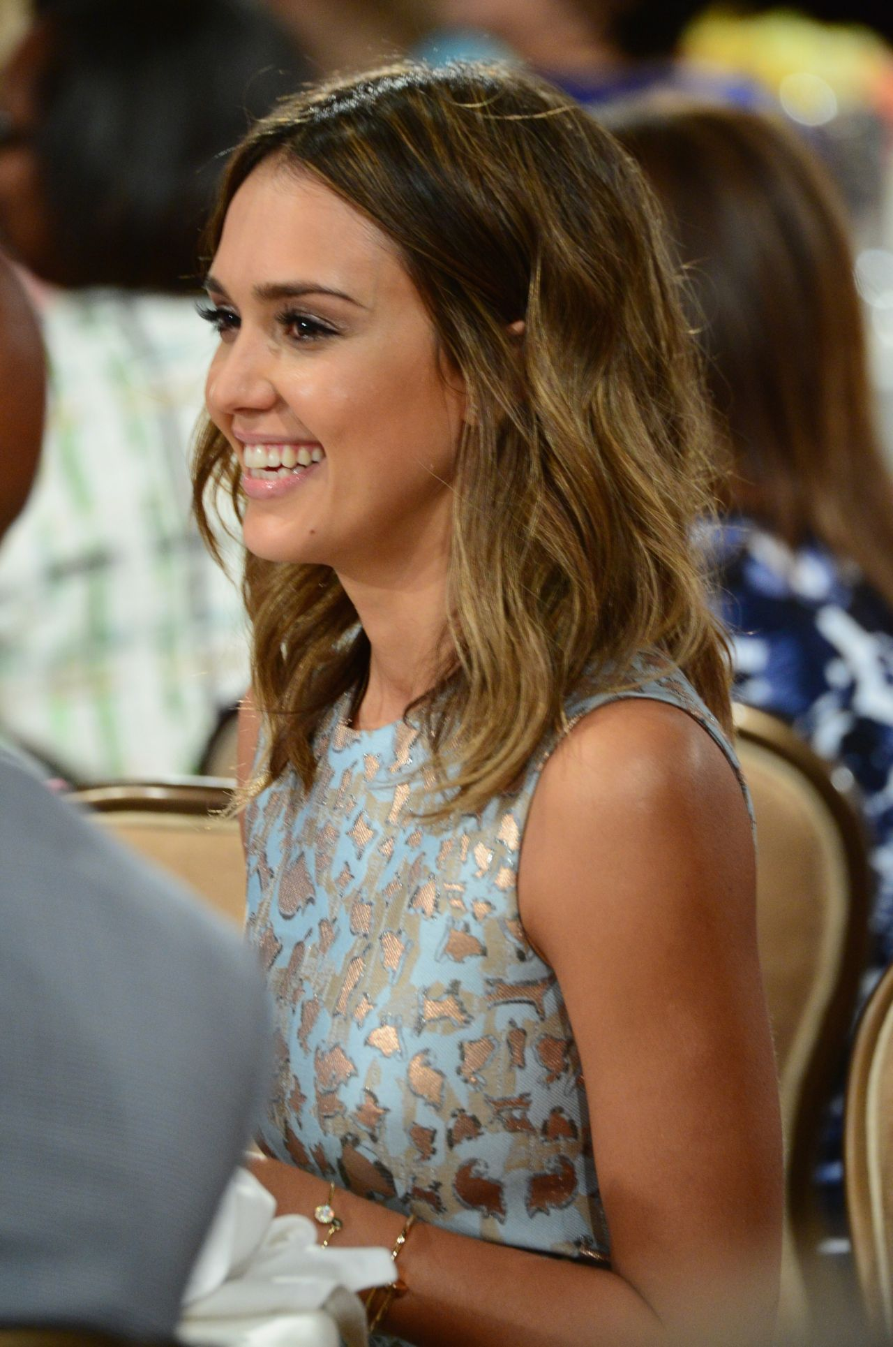 Jessica Alba Helping Hand Of Los Angeles Mother S Day