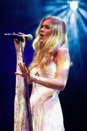 Joss Stone Performs at Samsung Galaxy Best of Blues Festival in Sao Paulo - May 2014
