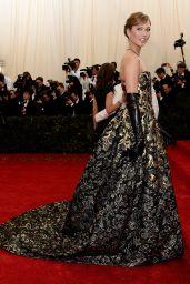 Karlie Kloss in Oscar de la Renta Gown -
