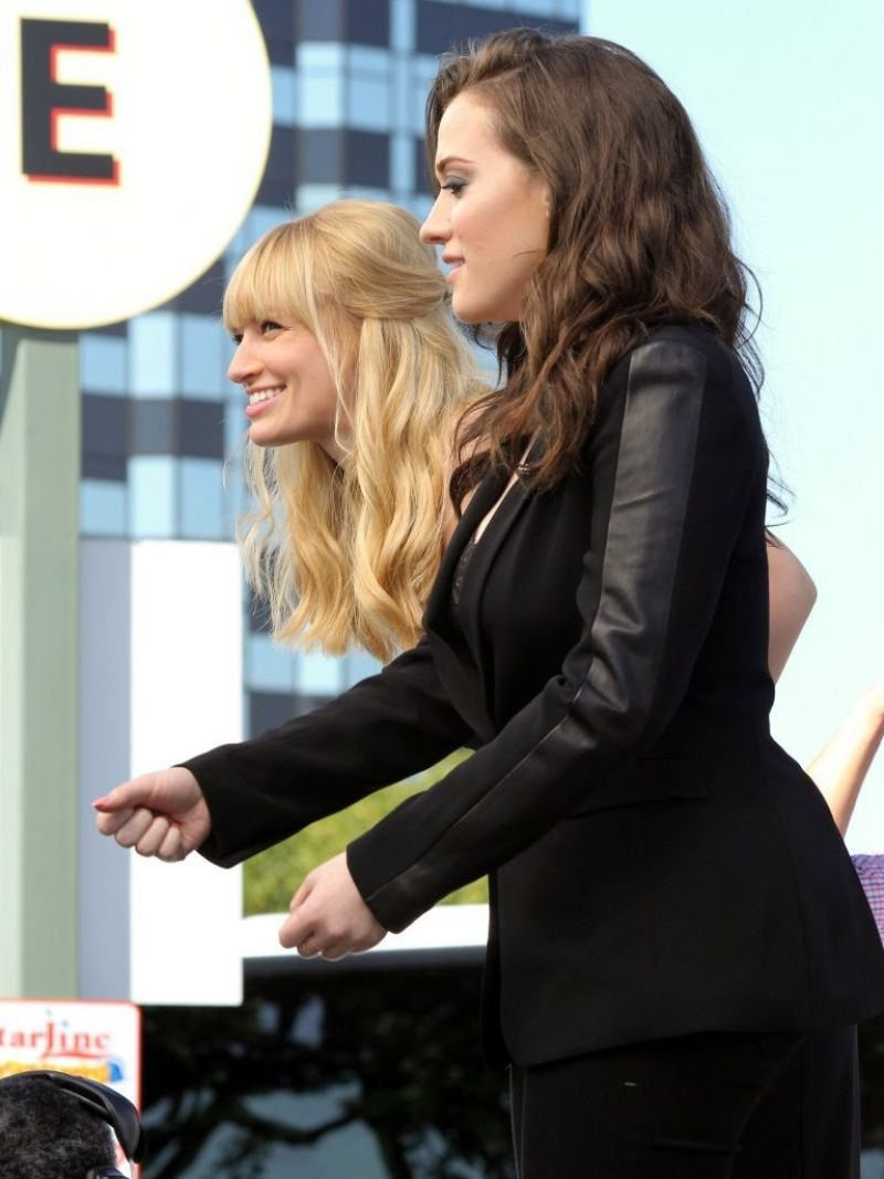 Beth behrs and kat dennings dancing to 039birthday cake039 10