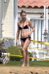 Kate Hudson in a Bikini at a beach in Malibu - May 2014