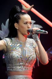 Katy Perry - Live Performance at Radio 1′s Big Weekend at Glasgow Green - May 25, 2014