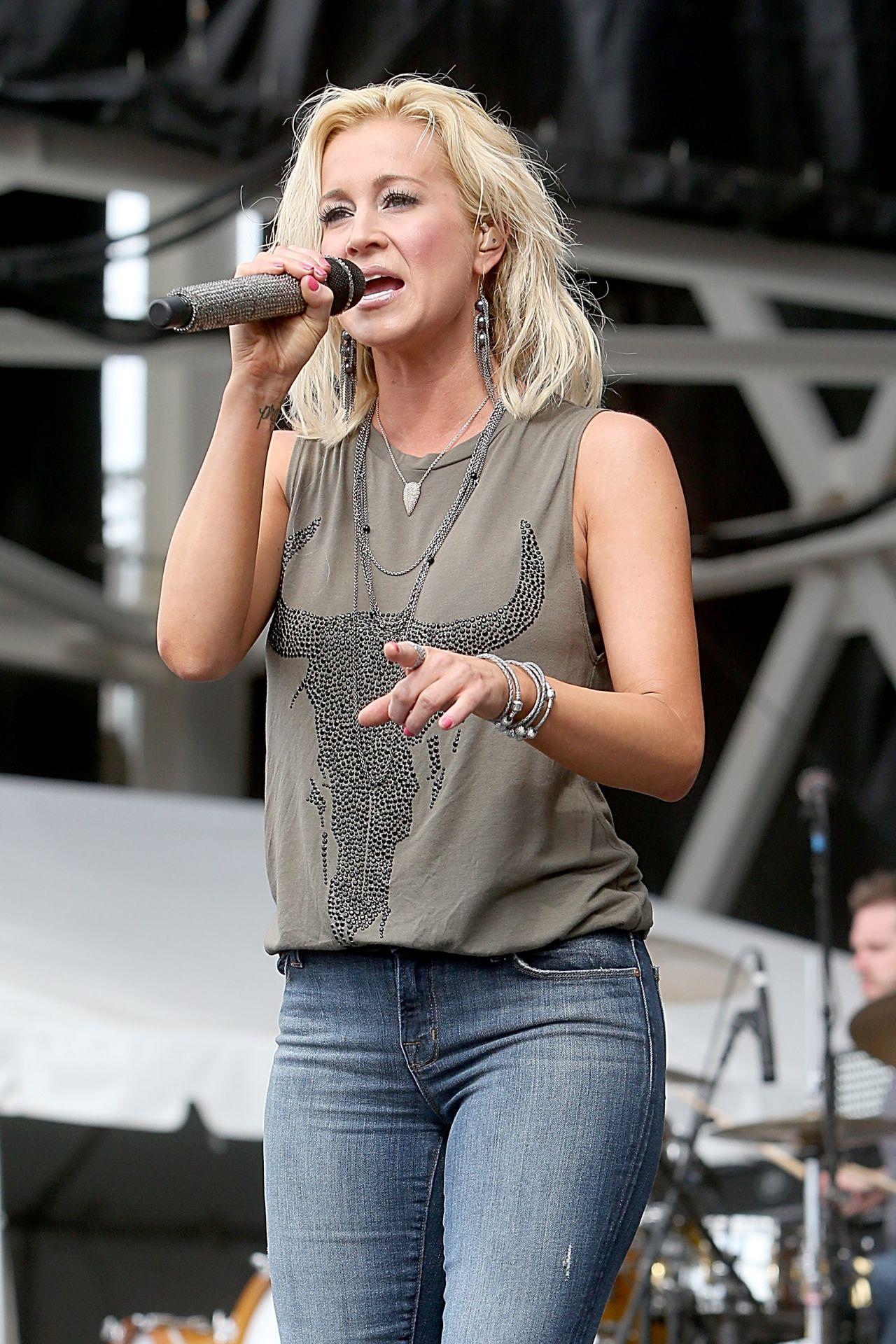 Kellie Pickler In Jeans