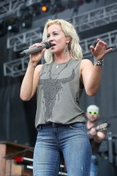 Kellie Pickler In Jeans - Performing at the 2014 RedFest in Austin, Texas