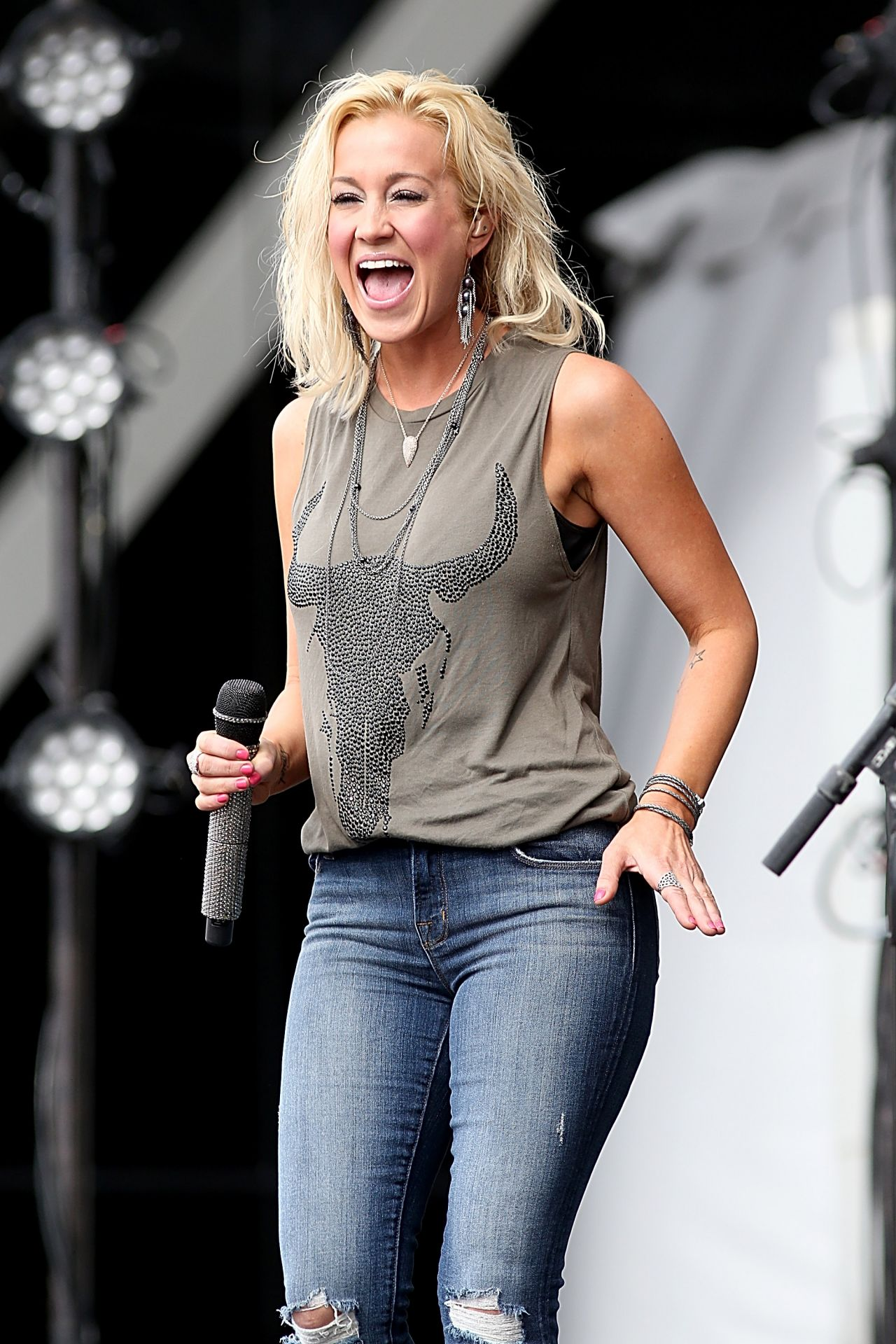 Kellie Pickler In Jean...
