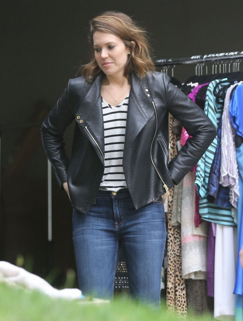 mandy moore at a yard sale in los angeles