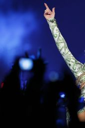 Miley Cyrus - Bangerz Tour at 02 Arena in London - May 2014